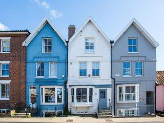 York House - Stunning apartment with seaviews