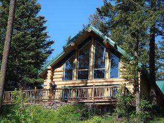 Blue Sky Lodge - Luxury Log Home on Private Lake