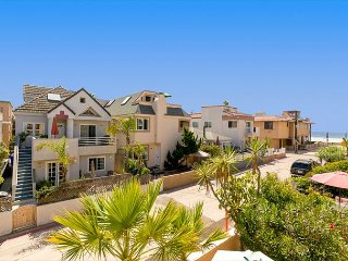 Beach and Bay Getaway - Steps to Beach & Bay in Heart of Mission Beach
