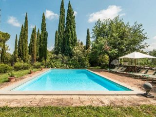 Large Chic Tuscany Villa with Private Guest House and Al Fresco Dining - Villa B