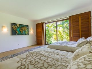 Luxury Condo with pool and big garden on the ground floor, Inside the gates: