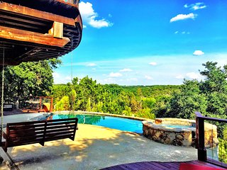 AVAILABLE! Hill Country Resort Style SPA/POOL-Sleeps 14 (20 min DOWNTOWN)
