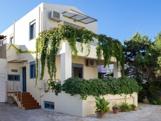 Beach Villa in Almyrida, Next to the sandy beach & All Amenities