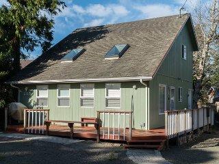 Three bedroom 2 bath home located in Glen Eden Beach with great beach access!