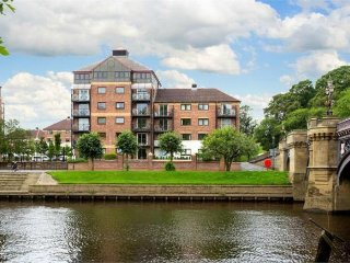Postern Close - 2 Bedroom Apartment with Stunning River Views
