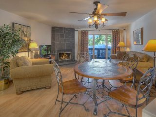 Cozy Comfortable and Roomy w Hot Tub and Restaurant on Site