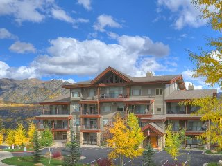 Walk to lift one block, hot tub, pool, fitness center, panoramic mountain views