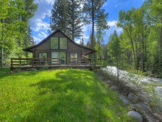 The Quintessential Riverfront Cabin 20 Minutes from Durango