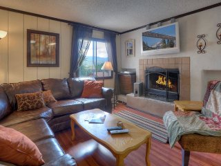 Mountain Vista Three Bedroom Condo Walk to Ski Lift