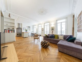 Apartment Echiquier 3 bedroom Paris apartment for short term stays, flat for ren