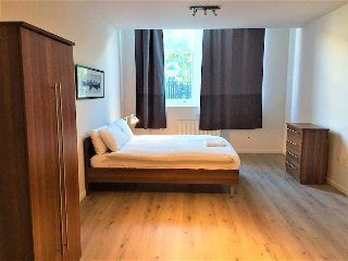 Large new 1 bed apartment close to city airport