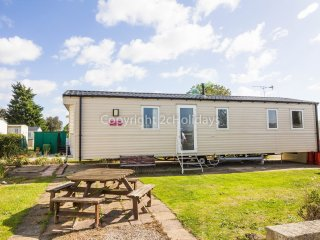 8 berth caravan D/G, C/H at Seawick Holiday Park. In Clacton-on-Sea. REF 27239