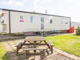 8 Berth Caravan in Seawick Holiday Park. Clacton-on-Sea. Ref: 27239