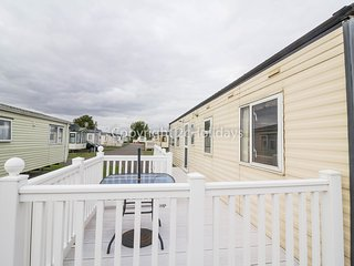 8 Berth Caravan in Seawick Holiday Park. Clacton-on-Sea. Ref: 27409