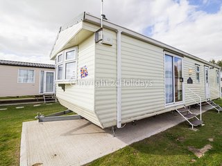 4 berth caravan with D/G & C/H. At Seawick Holiday Park. In St Osyth. REF 27469