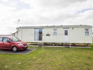 4 Berth Caravan in Seawick Holiday Park. Clacton-on-Sea. Ref: 27469