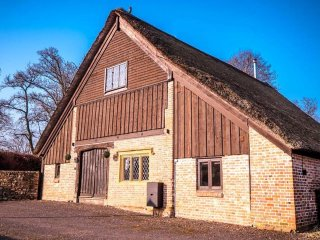 Luxury Thatched Barn 24 hr stays frm £1250