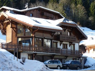 Luxury Catered Chalet. Ski in, luxurious Spa, 2 minutes walk to the town centre