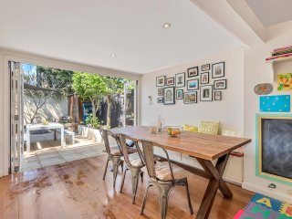 Large summery family home 5 mins walk to Balmain