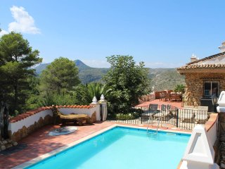 Casa Tarsan Luxury Eco Lodge ★ Mountain view Studio ★ Jacuzzi ★ Salt Water Pool