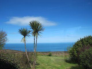 Coastal Path Cottage with stunning sea views and very dog friendly