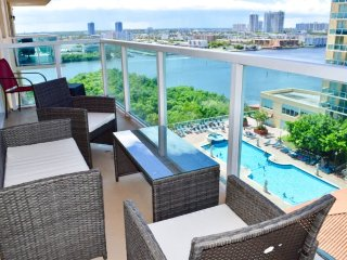 Gorgeous Ocean & Bay View 2/2 Condo. Walk to the Beach!