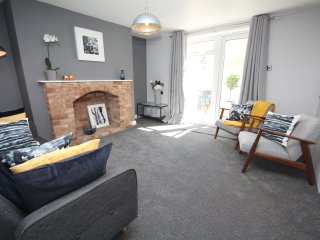 Serviced Courtyard Apartment within walking distance to the town centre