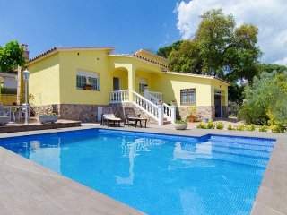 Catalunya Casas: Tranquil Villa Sils for 5 guests, just 20km from Costa Brava