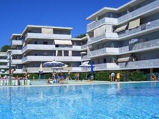 Amazing12 Swimming Pools Residence