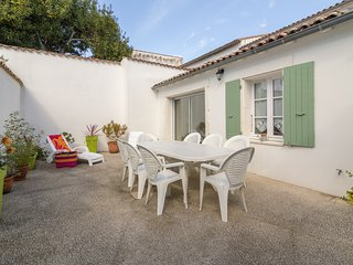 La Flotte - Ile de Re - House of 130m2 for 8 people near port and sandy beach