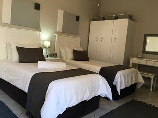 La Mer Guest House Port Elizabeth - Twin Room 6