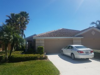 Heritage Harbour 2 bed, 2 bath Villa backs to Lake in gated golf community!!