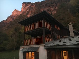 Authentic 3 bedroom chalet in the heart of the Grand Massif