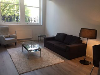 Large modern apartment in great location