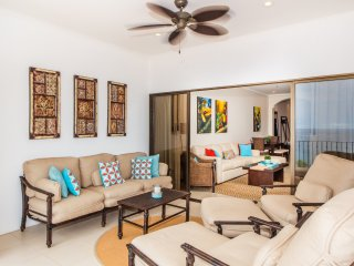 Magnificent Ocean View Condo in Flamingo Beach