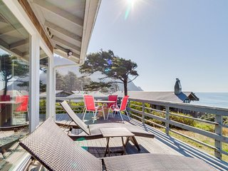 Stylish, oceanfront getaway with stunning views - dogs welcome