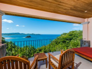 Condo with SPECTACULAR VIEW!!  3 Bedrooms, 3 Full Bathrooms (Sleeps 7)