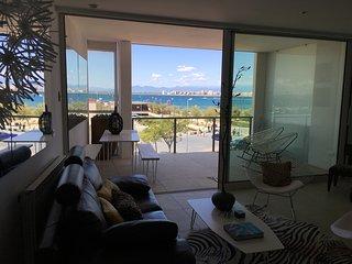 UNIQUE 1ere ligne mer,terrasse,luxueuses prestations,garage,climatisation,wifi.