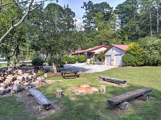 Vintage Home w/Fire Pit - 5.5 Mi To Kentucky Lake!