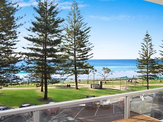 Rainbow Pacific unit 6 - Right on the Beachfront in Rainbow Bay Coolangatta