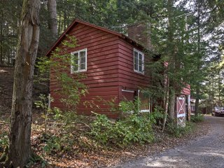 NEW! Berkshires Cottage w/ Views of Lake Buel!
