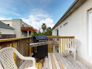 Bright and contemporary home with a shared pool and a central location!