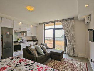 Durban Point Waterfront, Eastpoint, harbor view apartment / vacation rental