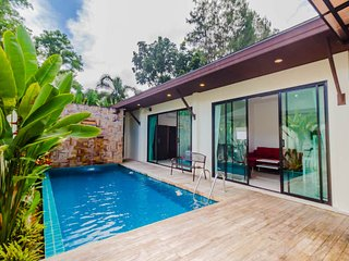 Tropical Pool Villa Near Phuket Zoo