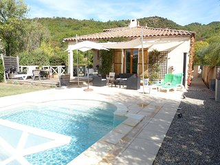 Maison Bulmer, comfortable villa with covered pool and stunning scenery