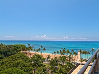 Stylish Studio w/Sundeck Access, AC, Kitchenette, WiFi+Parking–Waikiki Grand