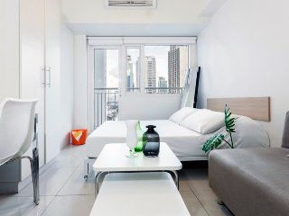 SM Jazz Studio Condo in Makati CBD 1607 by StayHome Asia