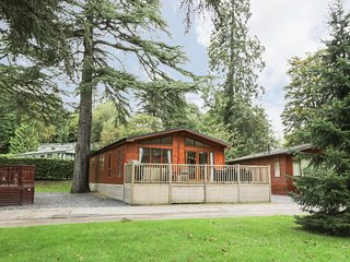GLADE LODGE, terrace, close to local amenities, in Bowness-on-Windermere, Ref