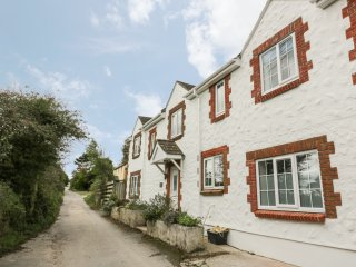 BRAMBLE COTTAGE, open plan, close to the beach, charming location, in St Agnes,