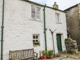 WEST VIEW, WIFI, open plan, village former set of Emmerdale, near Malham,  Ref 9